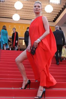 kate moss flirty one shoulder slit red prom dress cannes 2016 red carpet