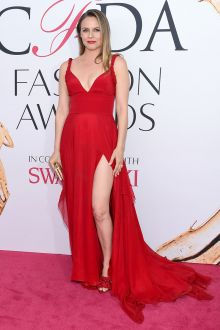 alicia silverstone red chiffon deep v neck red carpet prom dress cfda 2016