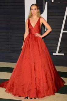 suki waterhouse simply burgundy plunging ball gown 2015 vanity fair red carpet