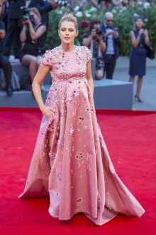 teresa palmer diamond fuchsia maternity formal dress venice film festival 2016