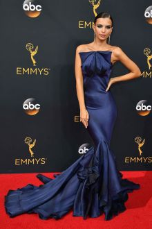 emily ratajkowski unique navy blue ruffled strapless mermaid prom dress emmys 2016