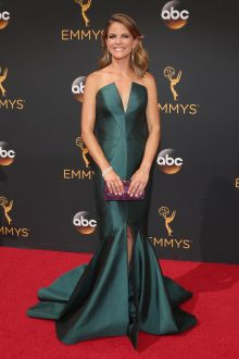 natalie morales elegant emerald satin v cut mermaid evening dress emmys 2016