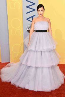 kacey musgraves strapless tiered tulle lavender prom ball gown cma 2016