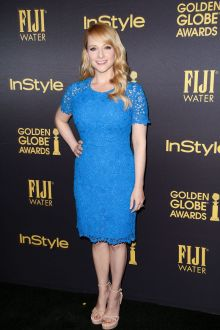 melissa rauch elegant blue lace short sleeve bridesmaid dress hfpa instyle 2016