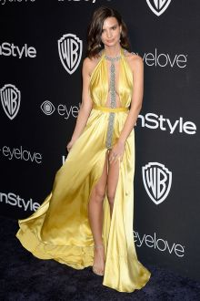 emily ratajkowski sexy yellow spandex satin beaded prom dress golden globes 2017