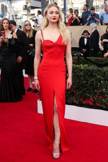 sophie turner asymmetrical shoulder red slit prom dress sag awards 2017