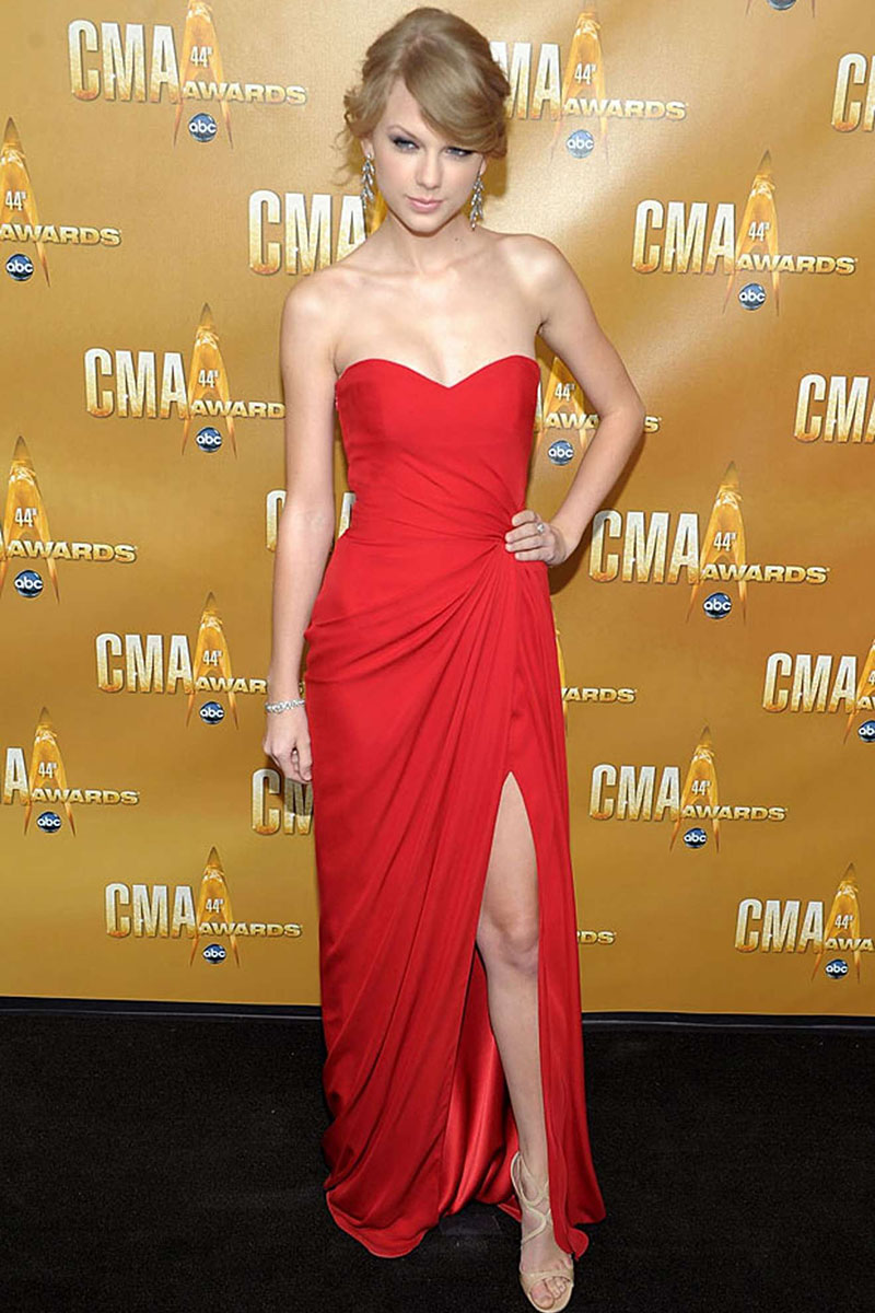 taylor swift prom dress cma red carpet strapless sweetheart red gown