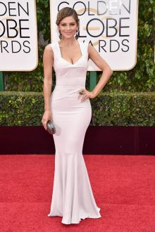 maria menounos ivory elegant evening dress golden globes 2016 red carpet